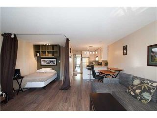 "Photo 4: 107 853 E 7TH Avenue in Vancouver: Mount Pleasant VE Condo for sale in ""Vista Villa"" (Vancouver East)  : MLS®# R2221809"