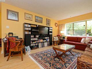 Photo 2: 105 909 Pendergast St in VICTORIA: Vi Fairfield West Condo Apartment for sale (Victoria)  : MLS®# 785839
