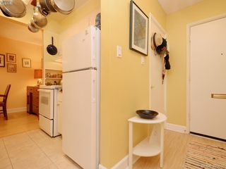 Photo 10: 105 909 Pendergast St in VICTORIA: Vi Fairfield West Condo Apartment for sale (Victoria)  : MLS®# 785839