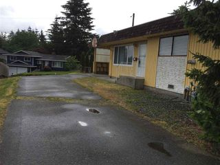 Photo 13: 2303 - 2305 SOUTHDALE Crescent in Abbotsford: Abbotsford West House Duplex for sale : MLS®# R2312590