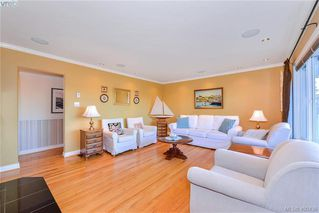 Photo 3: 4520 Markham Street in VICTORIA: SW Beaver Lake Single Family Detached for sale (Saanich West)  : MLS®# 400436