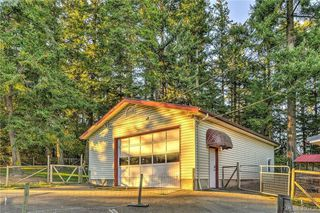 Photo 13: 4520 Markham Street in VICTORIA: SW Beaver Lake Single Family Detached for sale (Saanich West)  : MLS®# 400436