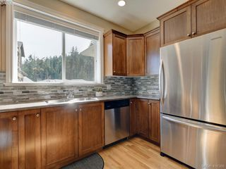Photo 9: 2001 Duggan Pl in VICTORIA: La Bear Mountain Single Family Detached for sale (Highlands)  : MLS®# 811610