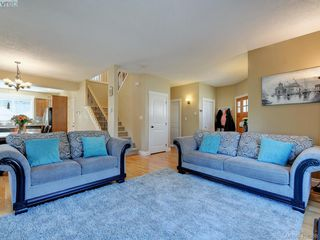 Photo 3: 2001 Duggan Pl in VICTORIA: La Bear Mountain Single Family Detached for sale (Highlands)  : MLS®# 811610