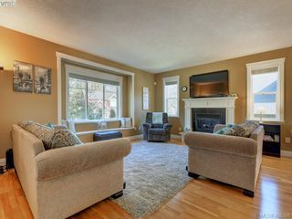 Photo 2: 2001 Duggan Pl in VICTORIA: La Bear Mountain Single Family Detached for sale (Highlands)  : MLS®# 811610
