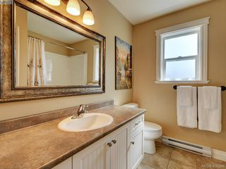 Photo 19: 2001 Duggan Pl in VICTORIA: La Bear Mountain Single Family Detached for sale (Highlands)  : MLS®# 811610
