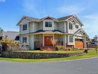 Photo 1: 2001 Duggan Pl in VICTORIA: La Bear Mountain Single Family Detached for sale (Highlands)  : MLS®# 811610