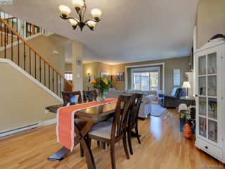Photo 12: 2001 Duggan Pl in VICTORIA: La Bear Mountain Single Family Detached for sale (Highlands)  : MLS®# 811610
