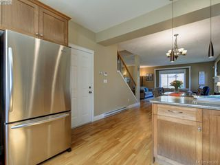 Photo 10: 2001 Duggan Pl in VICTORIA: La Bear Mountain Single Family Detached for sale (Highlands)  : MLS®# 811610