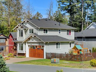 Photo 25: 2001 Duggan Pl in VICTORIA: La Bear Mountain Single Family Detached for sale (Highlands)  : MLS®# 811610