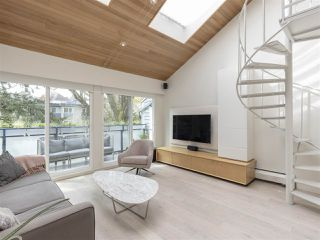 "Photo 3: PH3 2125 YORK Avenue in Vancouver: Kitsilano Condo for sale in ""YORK GARDENS"" (Vancouver West)  : MLS®# R2361349"