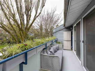 "Photo 17: PH3 2125 YORK Avenue in Vancouver: Kitsilano Condo for sale in ""YORK GARDENS"" (Vancouver West)  : MLS®# R2361349"