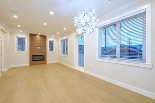 Photo 8: 2876 CLARKE Street in Vancouver: Renfrew Heights House 1/2 Duplex for sale (Vancouver East)  : MLS®# R2377167