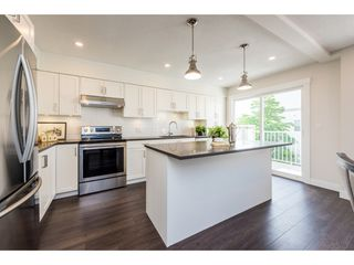 """Photo 2: 2 1260 RIVERSIDE Drive in Port Coquitlam: Riverwood Townhouse for sale in """"NORTHVIEW PLACE"""" : MLS®# R2377236"""