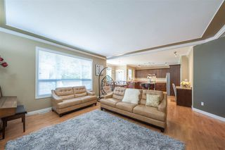 Photo 2: 6878 198B Street in Langley: Willoughby Heights House for sale : MLS®# R2379419