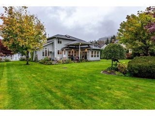 """Photo 2: 5032 WHITEWATER Place in Sardis - Chwk River Valley: Chilliwack River Valley House for sale in """"RIVERBEND"""" (Sardis)  : MLS®# R2411359"""