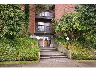"Photo 1: 104 37 AGNES Street in New Westminster: Downtown NW Condo for sale in ""AGNES COURT"" : MLS®# V927022"