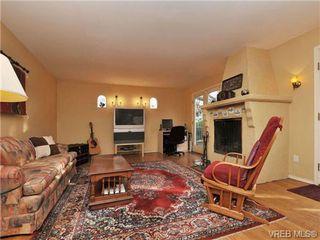 Photo 3: B 1601 Haultain Street in VICTORIA: Vi Oaklands Strata Duplex Unit for sale (Victoria)  : MLS®# 345670