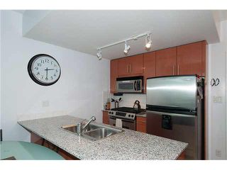 """Photo 14: 1001 168 E ESPLANADE in North Vancouver: Lower Lonsdale Condo for sale in """"ESPLANADE WEST AT THE PIER"""" : MLS®# V1106117"""
