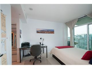 """Photo 15: 1001 168 E ESPLANADE in North Vancouver: Lower Lonsdale Condo for sale in """"ESPLANADE WEST AT THE PIER"""" : MLS®# V1106117"""