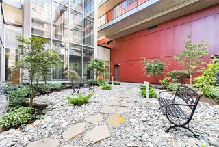 """Photo 5: 516 5955 BIRNEY Avenue in Vancouver: University VW Condo for sale in """"Yu"""" (Vancouver West)  : MLS®# R2027904"""