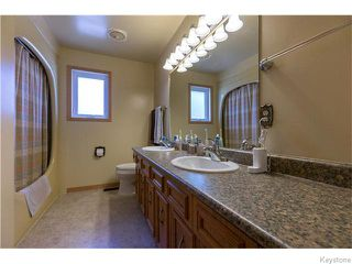 Photo 10: 683 Knowles Avenue in Winnipeg: North Kildonan Residential for sale (North East Winnipeg)  : MLS®# 1612016