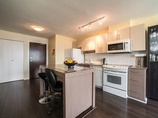 "Photo 5: 1205 550 TAYLOR Street in Vancouver: Downtown VW Condo for sale in ""The Taylor"" (Vancouver West)  : MLS®# R2093056"