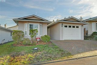 Photo 1: 24 Eagle Lane in VICTORIA: VR Glentana Manufactured Home for sale (View Royal)  : MLS®# 775804