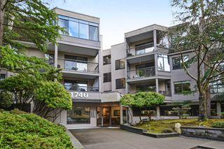 "Photo 1: 208 1740 SOUTHMERE Crescent in Surrey: Sunnyside Park Surrey Condo for sale in ""CAPSTAN WAY"" (South Surrey White Rock)  : MLS®# R2234787"
