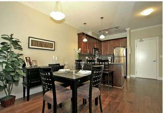 Photo 3: 202 15268 18 Avenue in Surrey: King George Corridor Condo for sale (South Surrey White Rock)  : MLS®# R2239112