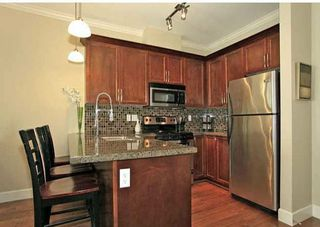 Photo 4: 202 15268 18 Avenue in Surrey: King George Corridor Condo for sale (South Surrey White Rock)  : MLS®# R2239112