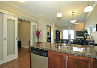 Photo 5: 202 15268 18 Avenue in Surrey: King George Corridor Condo for sale (South Surrey White Rock)  : MLS®# R2239112