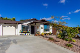 Photo 1: OCEANSIDE Twin-home for sale : 2 bedrooms : 1722 Lemon Heights Drive