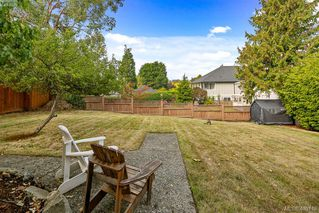 Photo 3: 3470 Veteran St in VICTORIA: SE Mt Tolmie Single Family Detached for sale (Saanich East)  : MLS®# 798355