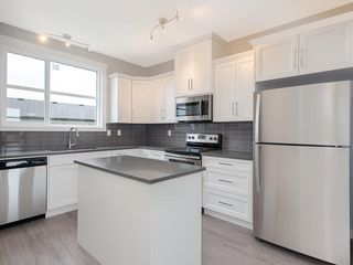 Photo 4: 76 SKYVIEW Circle NE in Calgary: Skyview Ranch Row/Townhouse for sale : MLS®# C4209207