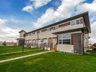 Photo 2: 76 SKYVIEW Circle NE in Calgary: Skyview Ranch Row/Townhouse for sale : MLS®# C4209207