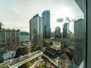 "Photo 12: 1401 1028 BARCLAY Street in Vancouver: West End VW Condo for sale in ""The Patina"" (Vancouver West)  : MLS®# R2318208"