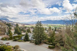 """Main Photo: 2271 MOUNTAIN Drive in Abbotsford: Abbotsford East House for sale in """"Mountain Village"""" : MLS®# R2320034"""
