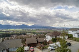 """Photo 17: 2271 MOUNTAIN Drive in Abbotsford: Abbotsford East House for sale in """"Mountain Village"""" : MLS®# R2320034"""