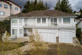 """Photo 2: 2271 MOUNTAIN Drive in Abbotsford: Abbotsford East House for sale in """"Mountain Village"""" : MLS®# R2320034"""