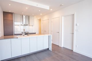 "Photo 3: 3907 4670 ASSEMBLY Way in Burnaby: Metrotown Condo for sale in ""STATION SQUARE 2"" (Burnaby South)  : MLS®# R2332808"