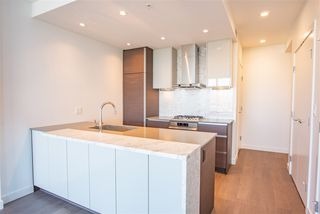 "Photo 2: 3907 4670 ASSEMBLY Way in Burnaby: Metrotown Condo for sale in ""STATION SQUARE 2"" (Burnaby South)  : MLS®# R2332808"