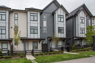 """Photo 2: 24 2427 164 Street in Surrey: Grandview Surrey Townhouse for sale in """"THE SMITH"""" (South Surrey White Rock)  : MLS®# R2360019"""