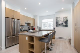"""Photo 5: 24 2427 164 Street in Surrey: Grandview Surrey Townhouse for sale in """"THE SMITH"""" (South Surrey White Rock)  : MLS®# R2360019"""