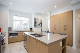"""Photo 4: 24 2427 164 Street in Surrey: Grandview Surrey Townhouse for sale in """"THE SMITH"""" (South Surrey White Rock)  : MLS®# R2360019"""