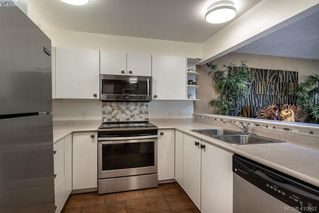 Photo 17: 206 1025 Meares Street in VICTORIA: Vi Downtown Condo Apartment for sale (Victoria)  : MLS®# 410962