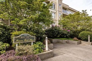 Photo 1: 206 1025 Meares St in VICTORIA: Vi Downtown Condo for sale (Victoria)  : MLS®# 814755