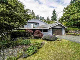 Photo 1: 554 E KINGS Road in North Vancouver: Upper Lonsdale House for sale : MLS®# R2387659