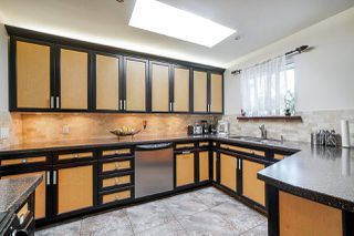 Photo 5: 14140 NORTH BLUFF Road: White Rock House for sale (South Surrey White Rock)  : MLS®# R2435332