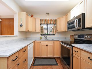 Photo 9: 247 Stormont Rd in View Royal: VR View Royal Single Family Detached for sale : MLS®# 844094